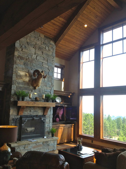 Traditional Living Room by Big Mountain Builders