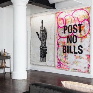 ニューヨークのインダストリアルスタイルのおしゃれなリビングロフト (白い壁、濃色無垢フローリング、両方向型暖炉、茶色い床) の写真