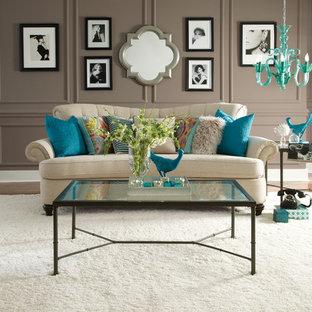 Diseño de salón para visitas abierto, tradicional renovado, grande, sin chimenea y televisor, con paredes marrones, moqueta y suelo blanco
