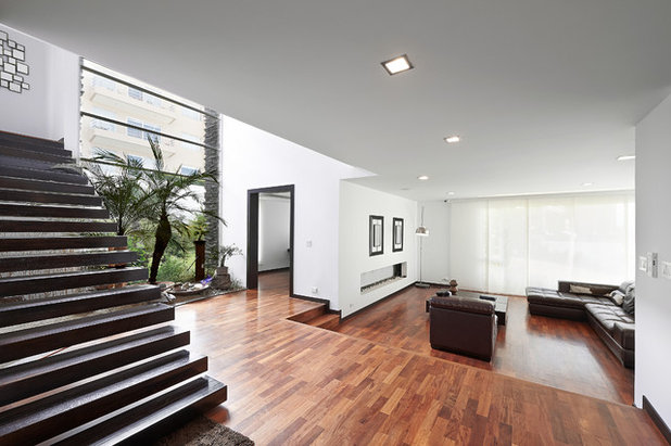 Contemporary Living Room by Innovation Design And Construction Inc.