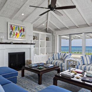 マイアミの大きいビーチスタイルのおしゃれなリビング (白い壁、標準型暖炉、レンガの暖炉まわり、テレビなし) の写真