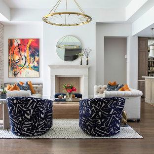 Inspiration för ett mycket stort vintage allrum med öppen planlösning, med en hemmabar, vita väggar, mellanmörkt trägolv, en standard öppen spis och en spiselkrans i sten