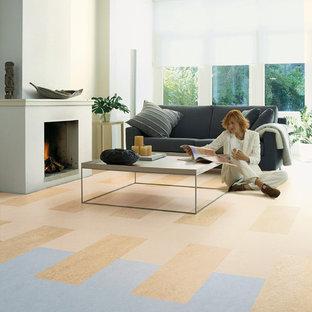 Ispirazione per un grande soggiorno moderno aperto con pareti bianche, pavimento in linoleum, camino classico e cornice del camino in intonaco