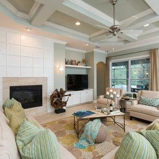 Ejemplo de salón abierto, tradicional renovado, con paredes verdes, suelo de baldosas de cerámica, chimenea tradicional, marco de chimenea de baldosas y/o azulejos y televisor independiente