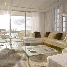 Modern Living Room by FORMA Design