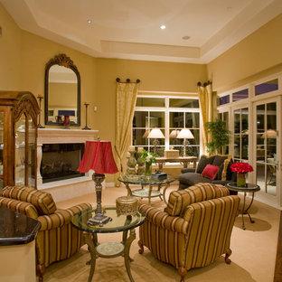 フェニックスの中サイズのトラディショナルスタイルのおしゃれなLDK (ベージュの壁、カーペット敷き、標準型暖炉、コンクリートの暖炉まわり) の写真