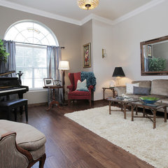 traditional living room by Lindsay von Hagel