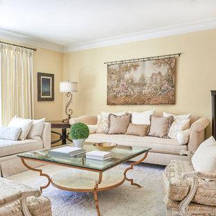トロントの大きいトラディショナルスタイルのおしゃれな独立型リビング (カーペット敷き、フォーマル、黄色い壁、暖炉なし、テレビなし、白い床) の写真