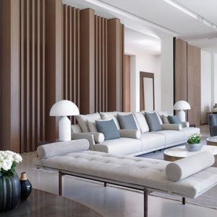 Ispirazione per un ampio soggiorno contemporaneo aperto con sala formale, pareti bianche, pavimento in pietra calcarea, camino bifacciale, cornice del camino in metallo, pavimento beige e soffitto a cassettoni