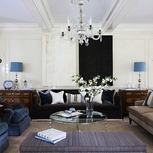 Imagen de salón cerrado, tradicional, extra grande, sin televisor, con paredes blancas, moqueta y suelo beige