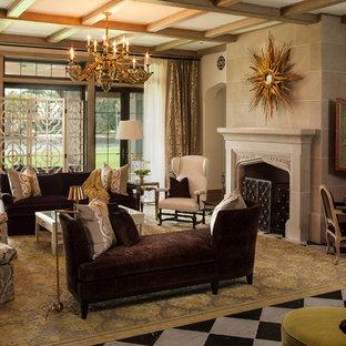 Ejemplo de salón para visitas mediterráneo, sin televisor, con paredes beige y chimenea tradicional