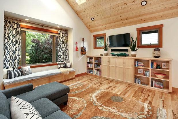 Rustic Living Room by Bellingham Bay Builders