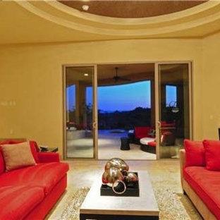 フェニックスの大きいコンテンポラリースタイルのおしゃれなLDK (フォーマル、黄色い壁、トラバーチンの床、暖炉なし、テレビなし) の写真