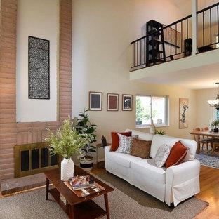 Four Seasin Ct Residence