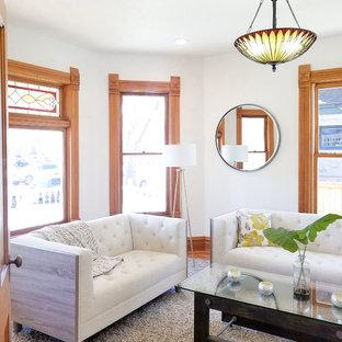Modelo de salón para visitas cerrado, tradicional, pequeño, sin chimenea y televisor, con paredes blancas, suelo de madera en tonos medios y suelo naranja