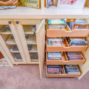 Idee per un soggiorno classico di medie dimensioni e chiuso con moquette e pavimento rosa