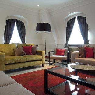Foto di un soggiorno moderno con pareti bianche e pavimento in marmo