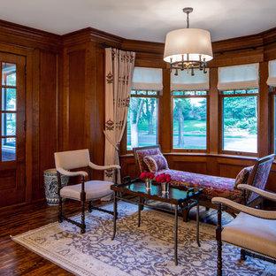 ミネアポリスの小さいトラディショナルスタイルのおしゃれなLDK (フォーマル、茶色い壁、濃色無垢フローリング、暖炉なし、テレビなし) の写真
