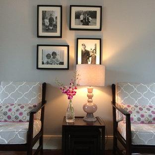 Ispirazione per un soggiorno eclettico di medie dimensioni e chiuso con sala formale, pareti grigie, parquet scuro, cornice del camino in legno e nessuna TV