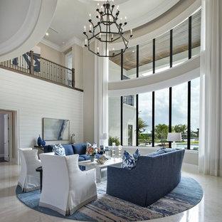 Foto de salón abierto, marinero, grande, con paredes blancas, suelo de mármol y suelo beige