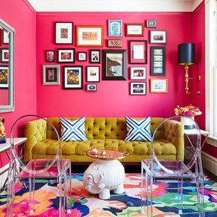 Inspiration pour un salon bohème avec une salle de réception, un mur rose, aucune cheminée et aucun téléviseur.