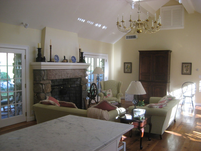 Traditional Living Room by Donelan Contracting