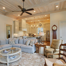 Traditional Living Room by Highland Homes, Inc.
