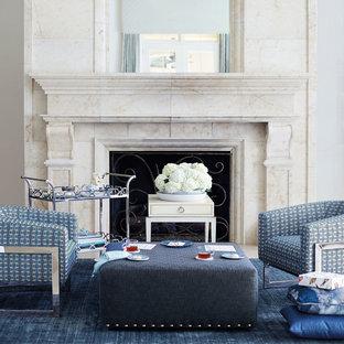 Immagine di un soggiorno classico di medie dimensioni e chiuso con sala formale, pareti bianche, pavimento in pietra calcarea, camino sospeso, cornice del camino in pietra e nessuna TV