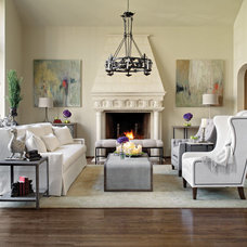 Traditional Living Room by GABBY