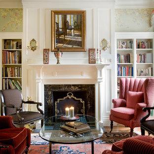 ボストンの中サイズのトラディショナルスタイルのおしゃれな独立型リビング (フォーマル、マルチカラーの壁、標準型暖炉、木材の暖炉まわり、無垢フローリング) の写真