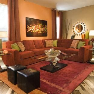 Immagine di un soggiorno design con pareti arancioni e parquet chiaro