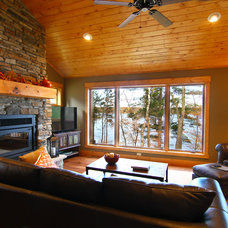 Rustic Living Room by B-Dirt Construction