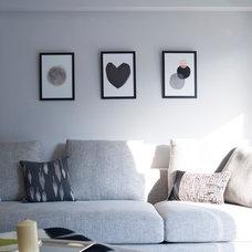 Modern Living Room by hoo Interior Design & Styling