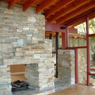 ワシントンD.C.のアジアンスタイルのおしゃれなリビング (トラバーチンの床、両方向型暖炉、石材の暖炉まわり) の写真
