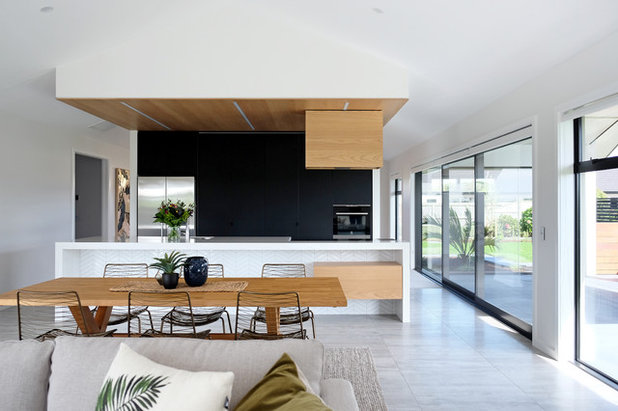 Midcentury Living Room by Vogue Kitchens