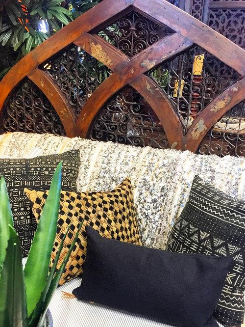 Example Of An Eclectic Living Room Design In Phoenix