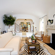 Traditional Living Room by Globus Builder