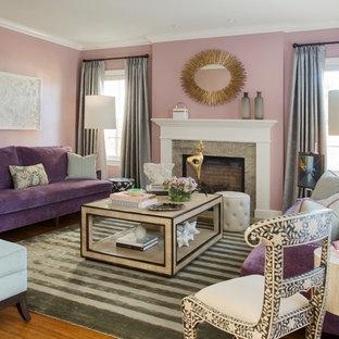 Idéer för ett mellanstort klassiskt separat vardagsrum, med ett finrum, rosa väggar, mellanmörkt trägolv, en standard öppen spis och en spiselkrans i sten