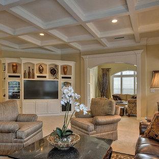 Ispirazione per un ampio soggiorno chic aperto con sala formale, pareti beige, moquette, nessun camino e parete attrezzata