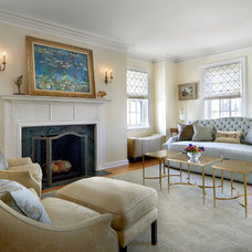 Traditional Living Room by MILIEU