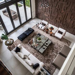 Idee per un ampio soggiorno design aperto con pareti grigie, pavimento in gres porcellanato, nessun camino, nessuna TV e pavimento grigio