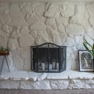 デンバーの中サイズのトラディショナルスタイルのおしゃれな独立型リビング (フォーマル、マルチカラーの壁、カーペット敷き、標準型暖炉、石材の暖炉まわり、テレビなし、ベージュの床) の写真