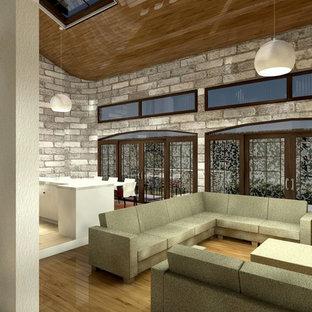 Esempio di un grande soggiorno vittoriano aperto con pareti grigie, pavimento in laminato, parete attrezzata e pavimento marrone