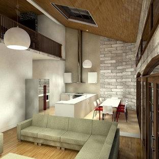 Esempio di un grande soggiorno vittoriano aperto con pareti grigie, pavimento in laminato e pavimento marrone