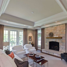 Traditional Living Room by Synergy Builders Inc.