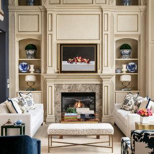 Idee per un ampio soggiorno tradizionale aperto con sala formale, pareti blu, camino classico e cornice del camino in pietra