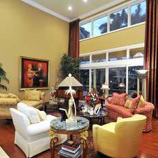 Traditional Living Room by Bella Luna Services, Inc.