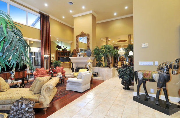 American Traditional Living Room by Bella Luna Services, Inc.