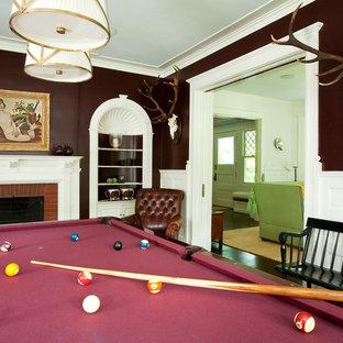ニューヨークの大きいトラディショナルスタイルのおしゃれな独立型リビング (茶色い壁、濃色無垢フローリング、標準型暖炉、レンガの暖炉まわり、テレビなし、茶色い床) の写真