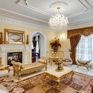 Foto di un soggiorno vittoriano chiuso con sala formale, pareti gialle, camino classico, nessuna TV e pavimento bianco